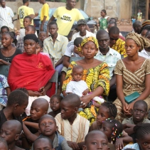 Commune I, Bamako gathers to watch the video